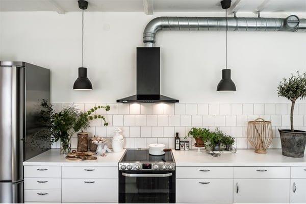 Ánh đèn từ máy đem đến cảm giác ấm cúng cho không gian bếp nhà bạn