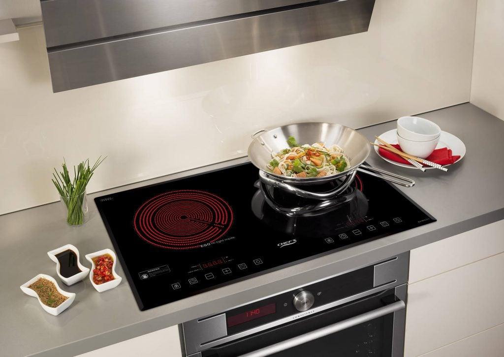 Sự tối giản trong mẫu thiết kế của bếp điện hồng ngoại