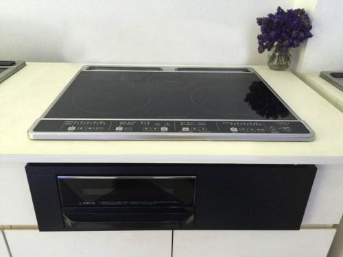 Bếp từ Hitachi HT-K6K thiết kế màu đen sang trọng, sáng bóng