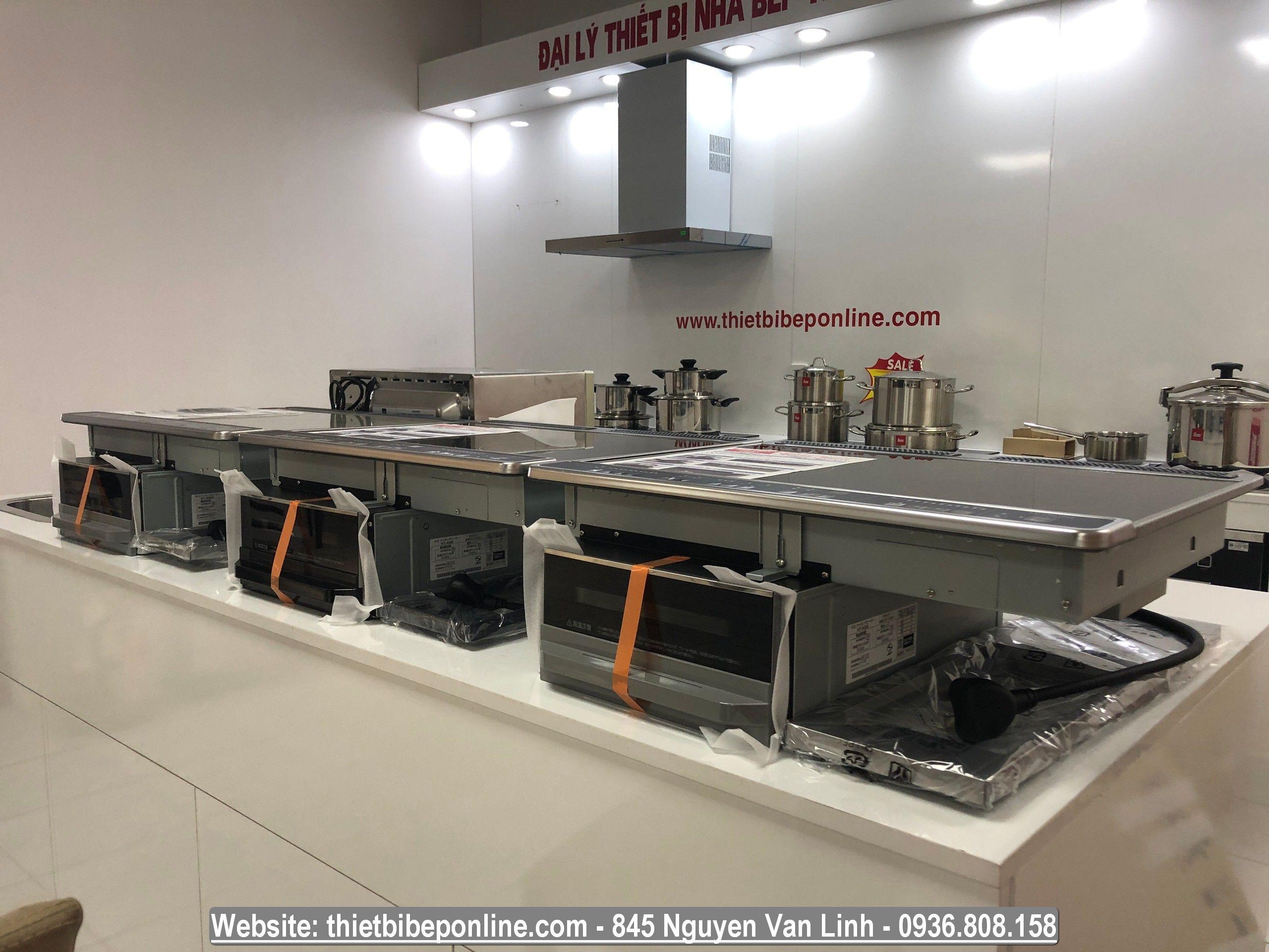 Khu vực trưng bày các sản phẩm bếp từ Nhật